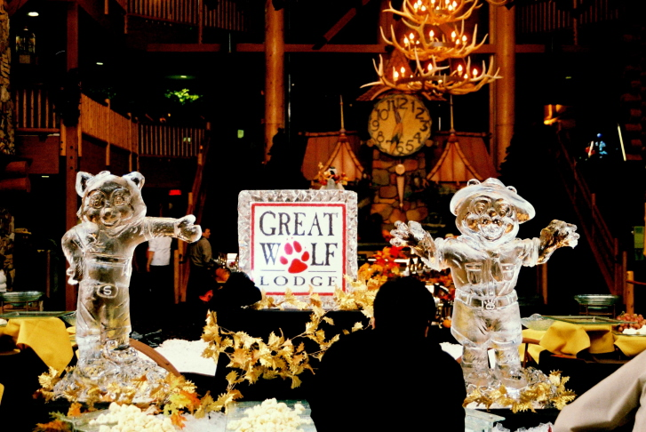Great Wolf Lodge Mascots, Ice Sculptures, Ice Carvings, Ice Carving, Ice Sculpture, Northern Michigan Ice Sculptures, Thanksgiving Ice Sculptures, Holiday Ice Sculptures, Ice Impressions.